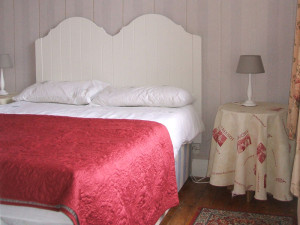 sylvie_bandb_bedroom_burgundy_new